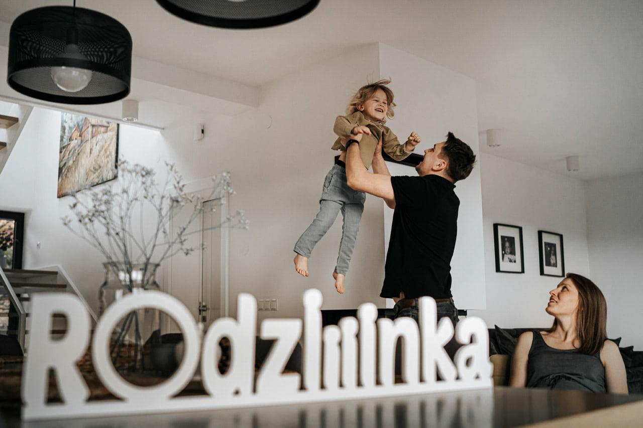 002 Sesja Rodzinna w domu lifestyle